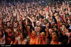 happy-crowd-o